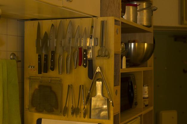 包丁は用途によって分けています。ツール類は使いやすい様に場所を決めておいてあります。