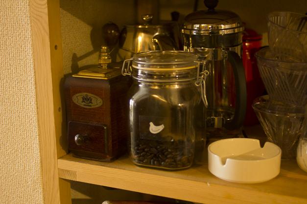 コーヒーは淹れる直前に挽きます。朝起きたらまずコーヒーを淹れるのが日課です。