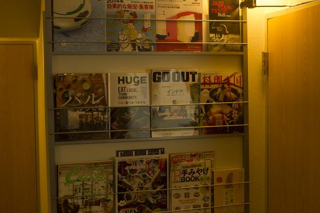 雑誌は食やインテリアが多いですが、本屋で良いのがあったら買ってくる感じです。web系雑誌や日経デザインなどは定期購読しています。