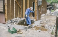 トイレを埋める作業